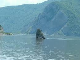 Vaskapu dunai hajóút: Babakay szikla