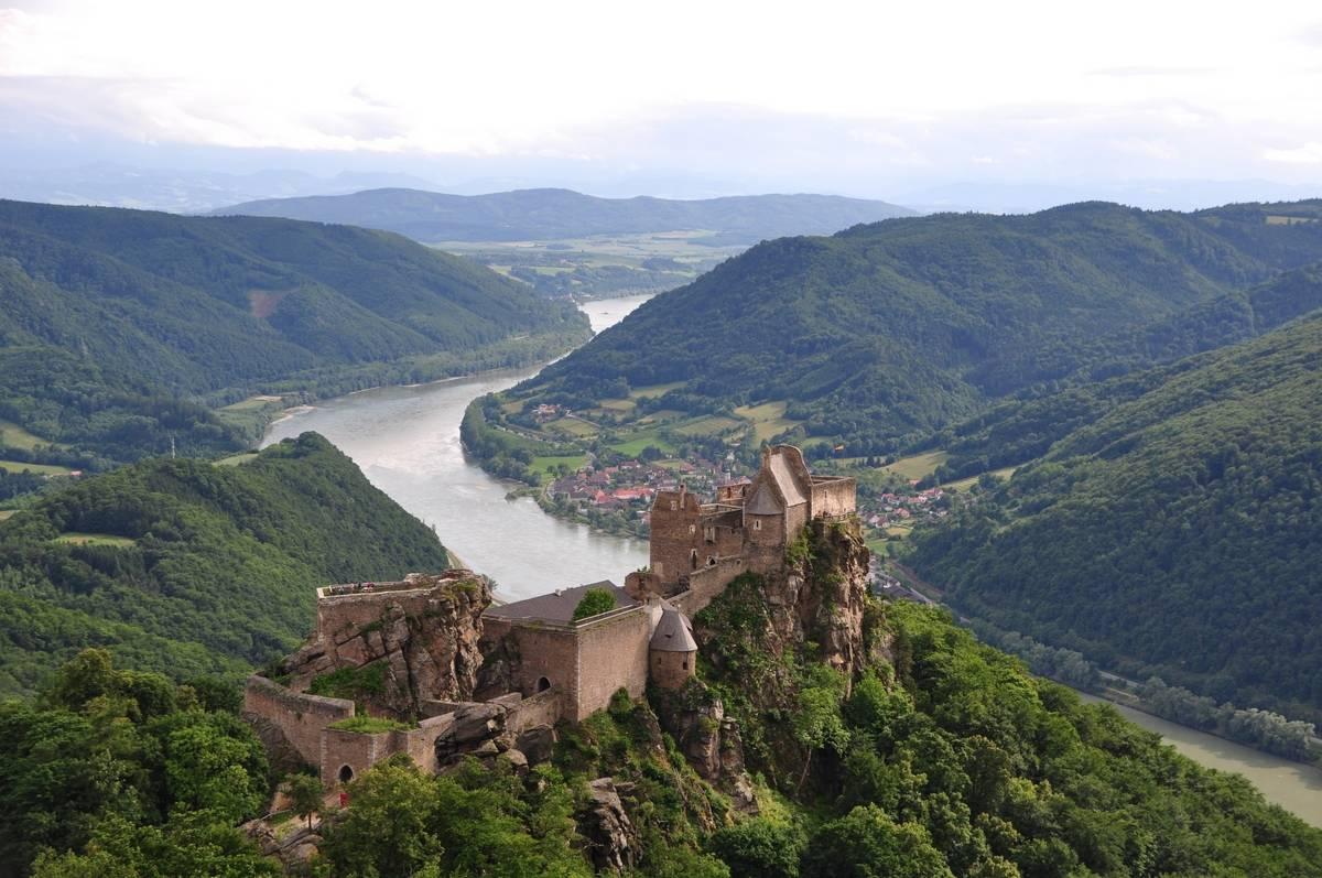 Budapest - Passau dunai hajóút: Ausztria - Wachau vár