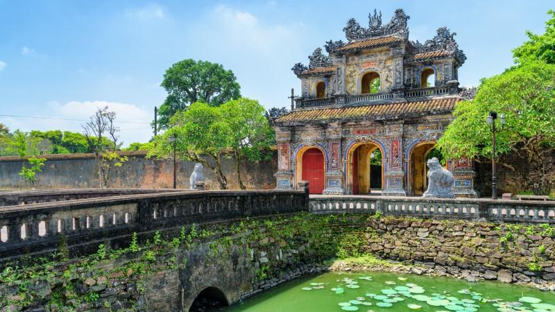 Vietnám - Hue: Japán - Szingapúr szilveszteri hajóút
